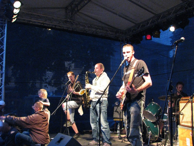 Music on the Square 2011: Svoloč