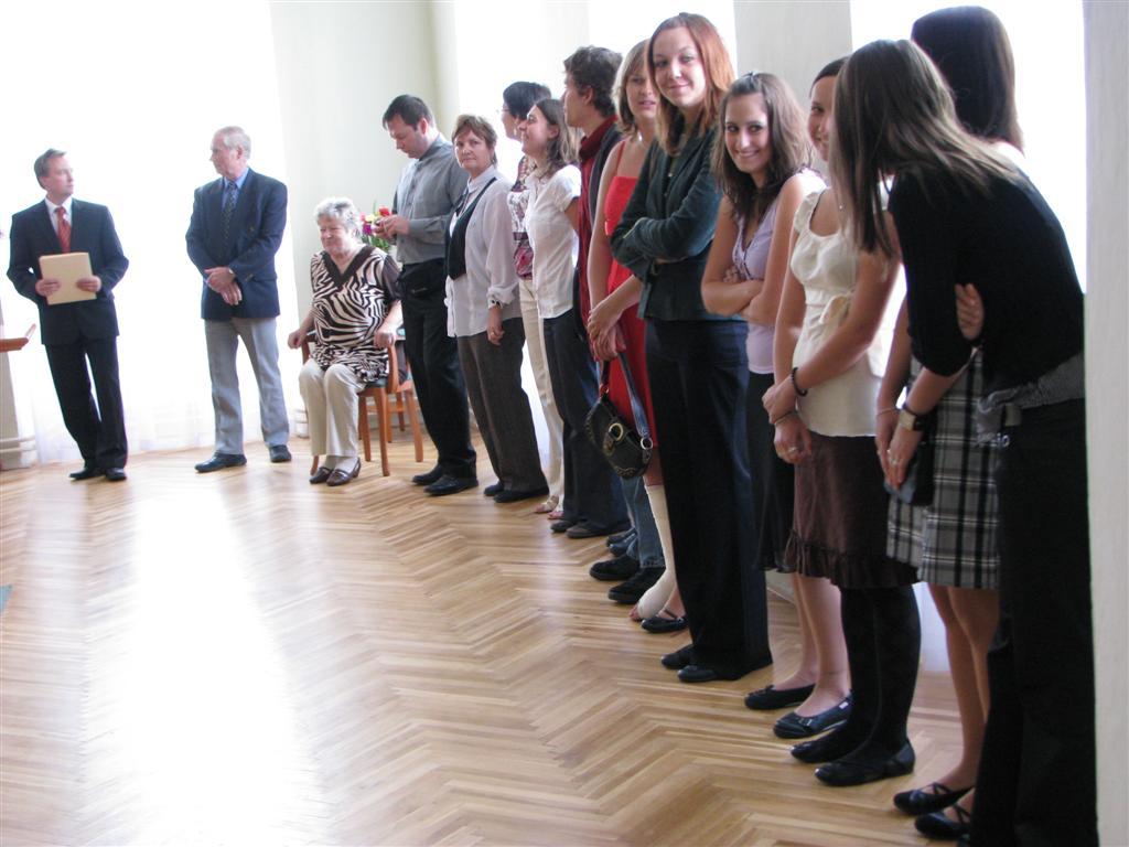 2009-06-04_predani-maturitniho-vysvedceni001