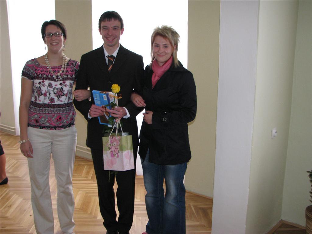 2009-06-04_predani-maturitniho-vysvedceni003