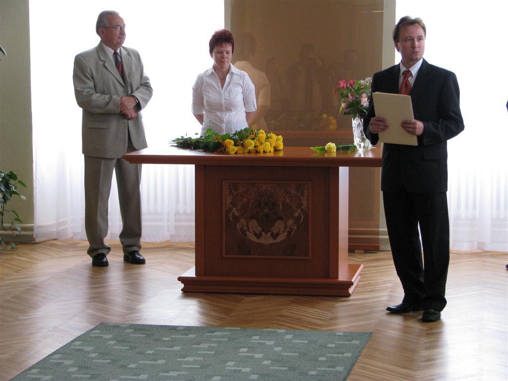 2009-06-04_predani-maturitniho-vysvedceni004